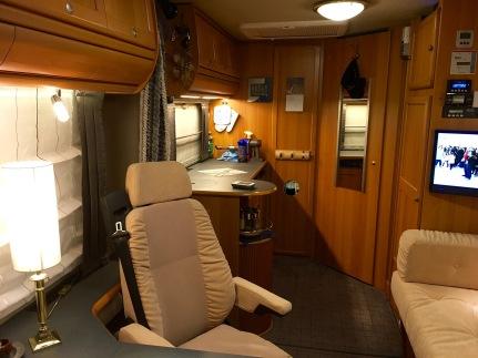 kompakter vollintegrierter wohnaufbau flairlife 6 3 s von niesmann bischoff werners womoblog. Black Bedroom Furniture Sets. Home Design Ideas