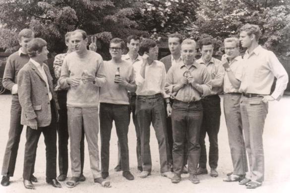 Abitur geschafft! 1967 (2. v. l.)