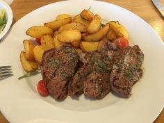 Lammsteaks mit Ofenkartoffeln