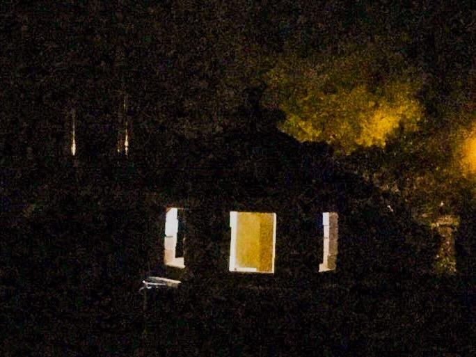 Die Vogelvilla bei Nacht