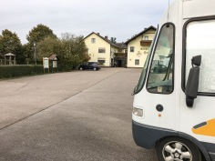 """Der inzwischen leere Parkplatz des """"Holzwurms"""""""