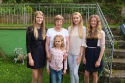 Oma mit vier Enkelinnen