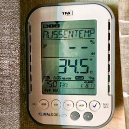 Außentemperatur vor dem Haus im Schatten