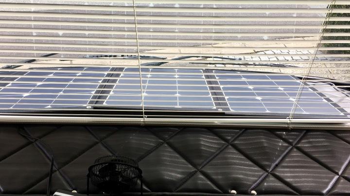 solar faltmodul 120wp hinter der windschutzscheibe werners womoblog. Black Bedroom Furniture Sets. Home Design Ideas