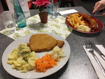 Schnitzel und Currywurst