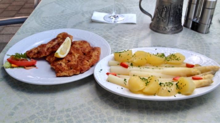 Spargel klassisch, mit Schnitzel
