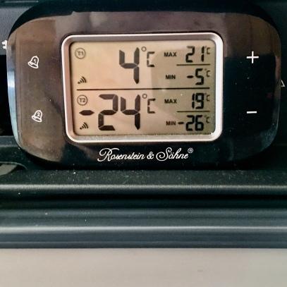 oben: Kühlraumtemperatur, unten: Gefrierfachtemperatur